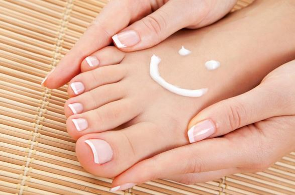 10 DIY Homemade Pedicure Tips for Healthy & Soft Feet